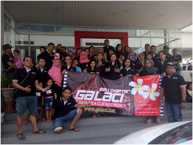 Foto bersama di depan gedung Daihatsu Sanur Bali